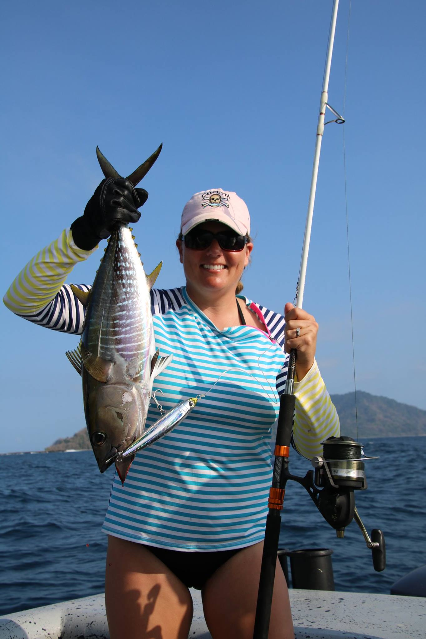 Foot ball sized tuna all day long while fishing in panama for Panama sport fishing